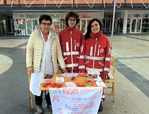 Operatori in piazza a Correggio